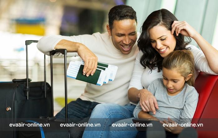 Trẻ em từ 12 đến 14 tuổi có thể đứng tên chung vào hộ chiếu của người giám hộ