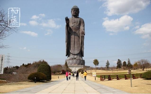 Tượng Phật Mùa xuân - Trung Quốc