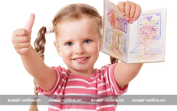 Hộ chiếu là giấy tờ quan trọng để trẻ thực hiện chuyến bay